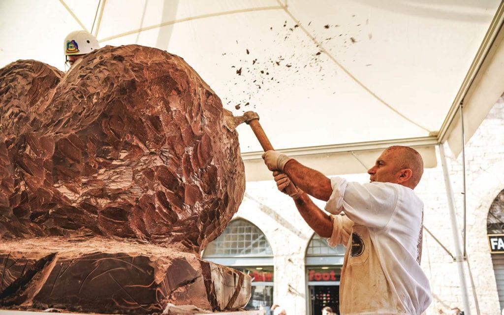 IMG07_Sculture-di-cioccolato_Foto-Karen-Righi-1024x640-min
